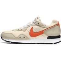 Nike Venture Runner Sneaker Herren - PEARL WHITE/ORANGE-RATTAN-WHITE - Größe 10